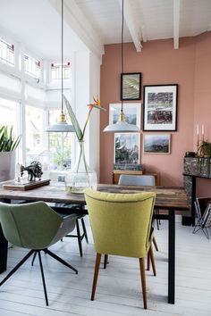 modern dining room with mismatched colorful vintage dining chairs. / sfgirlbybay loove the calamine colored wall! Pink Dining Rooms, Dining Room Wall Decor, Dining Room Lighting, Woven Dining Chairs, Vintage Dining Chairs, Dining Room Chairs, Contemporary Decor, Room Colors, Interiores Design
