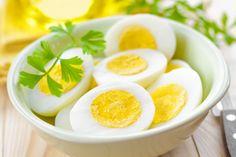 Uova sode  Perfette per la colazione. Si ottengono lasciando cuocere l'uovo in acqua bollente per 7 minuti dopo che l'acqua inizia a bollire.
