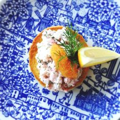 Toast skagen - klassiskt recept | Mitt kök How To Cook Eggs, What To Cook, Protein Mug Cakes, Shrimp Toast, Easy Starters, Eggnog Recipe, Scandinavian Food, Swedish Recipes, Sustainable Food
