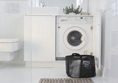 Annonce: Guide til køb af vaskemaskiner: Dette skal du være opmærksom på Bathroom Toilets, Bathroom Renos, Bathroom Layout, Bathroom Interior, Bathroom Ideas, Laundry Closet, Walk In Closet, Laundry Room, Beach Bathrooms