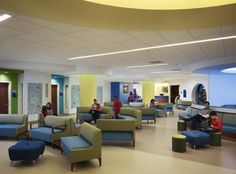 The location of the Kenneth and Anne Griffin Emergency Care Center on the second floor adds a level of security for children and families. Street-level arrivals access the department via dedicated elevators. Hospital Doctor, New Hospital, Childrens Hospital, Waiting Room Design, Waiting Rooms, Children's Clinic, Cafeteria Design, Modern Hospital, Teen Lounge
