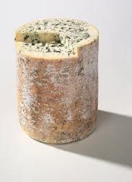 Fourme D´Ambert. Junto con el Roquefort, los mejores quesos azules franceses.