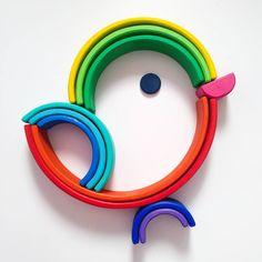 Nuestro ARCOÍRIS WALDORF de @brainarts.es  da tantísimo juego que no dejamos de crear y de inventar figuras nuevas. ¡Es una chulada!… Diy Montessori Toys, Montessori Toddler, Grimm's Toys, Diy Toys, Infant Activities, Activities For Kids, Grimms Rainbow, Indoor Crafts, Wooden Rainbow