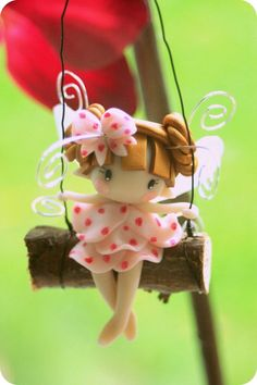 Fairy Figurine on a Swing por TheDollAndThePea en Etsy Polymer Clay Kunst, Polymer Clay Fairy, Cute Polymer Clay, Cute Clay, Polymer Clay Dolls, Polymer Clay Charms, Polymer Clay Projects, Polymer Clay Creations, Clay Crafts