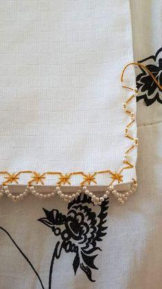 BORDADO EM TECIDO XADREZ BRANCO □□□□□ BAINHA/MIÇANGAS (Detalhes sobre a bainha... Visitar) Zardozi Embroidery, Tambour Embroidery, Hand Embroidery Stitches, Embroidery Fashion, Embroidery Techniques, Beaded Embroidery, Crochet Freetress, Medieval Embroidery, Herringbone Stitch