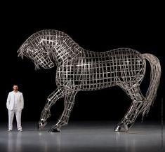 """""""Le fougueux"""", un #cheval 🐎 sacrément grand essaie d'intimider son maître ☝️, l'artiste #MathieuIsabelle. #LeMetalist Sculptures, Lion Sculpture, Isabelle, Welding Projects, Metal Art, Les Oeuvres, Horses, Statue, Gallery"""