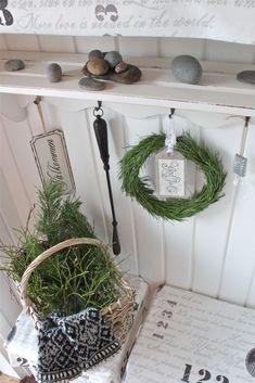 White pin cone wreath to make (swedish) use traslate