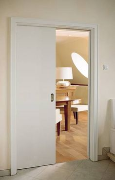 Standard-Schiebetür in der Wand laufend, Weißlack, Zarge mit Profilleiste Typ 2 um Bekleidung
