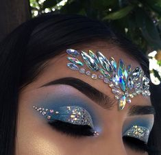 Pinterest|@lauraspinsxoxo Mermaid Eye Makeup, Gem Makeup, Jewel Makeup, Rave Makeup, Mermaid Fantasy Makeup, Makeup Goals, Makeup Inspo, Mermaid Eyes, Exotic Makeup