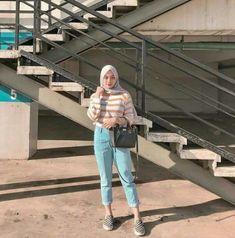 26 Ideas For Fashion Photography Poses Street Outfit Modern Hijab Fashion, Street Hijab Fashion, Hijab Fashion Inspiration, Muslim Fashion, Modest Fashion, Trendy Fashion, Fashion Outfits, Street Outfit, Photoshoot Inspiration