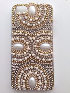 Pearl Diy Case, Diy Phone Case, Crafts To Make And Sell, Sell Diy, Diy Crafts Jewelry, Bead Crafts, Bling Phone Cases, Beading For Kids, Holiday Store