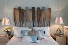 what a great headboard for a beach house... and those partial daisy pillows are wonderful!