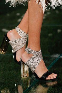 Salvatore Ferragamo Spring 2018 Ready-to-Wear Collection Photos - Vogue Beautiful Sandals, Gorgeous Heels, Gladiator Sandals Heels, Pumps Heels, Black Sandals, Salvatore Ferragamo, Runway Shoes, Couture Shoes, Blue Pumps