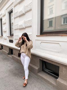 #aninazynp #fbloggers #fashionblogger #styleblogger #ontheblog #linkinprofile #lifestyleblog #blogger_de #germanblogger #germanblog #bloggerin #lifestyleblogger #diyblog #bloggerstyle #revolveme #madewell #styleguide #carmushka #germanbloggergirls #inspojunkie #dailyinspo #newblogposts #newblog #modeblogger #prettylittleinspo #outfitdestages #ootdgermany Outfit Des Tages, Basic Outfits, Madewell, White Jeans, Fashion Outfits, Photo And Video, Pants, Instagram, Basic Clothes