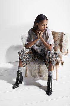 hálo x Reidar Särestöniemi  #hálo #halofromnorth #scandinavian #lapland #finnishdesign #designer #nordicstyle #nordicfashion #fashion #style #womenswear #highquality #european #fashiondesign #myhálo #Finland #Winter   #beautiful #follow #followus #like #netaporter #futureoffashion #love #summer #pinterest #darkhair #girl #woman #romantic #businessoffashion #fashionable #natural #ootd #outfitoftheday #outfit #partyoutfit #partylook #officelook #inspiration #inspo #outfitinspo Office Fashion, Work Fashion, Fashion Design, Scandinavian Fashion, Office Looks, Work Looks, Party Looks, Nordic Style, Office Outfits
