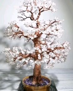 Unique gemstone wire tree sculptures by DanielsAtelier Copper Wire Crafts, Copper Wire Art, Diy Crafts For Gifts, Upcycled Crafts, Flower Vases, Flower Pots, Bonsai Artificial, Ming Tree, Wedding Wine Glasses