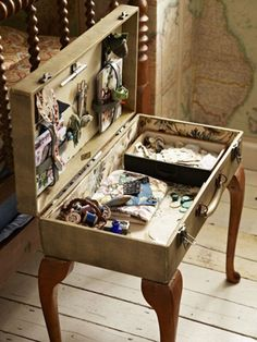 37 Best ideas sewing box redo old suitcases Suitcase Decor, Suitcase Table, Repurposed Furniture, Shabby Chic Furniture, Painted Furniture, Furniture Projects, Furniture Makeover, Diy Furniture, Plywood Furniture
