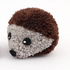 If you love hedgehogs, you will love these pom pom hedgehogs. They are easy to make and adorable to show off. Use up left over yarn and make up some carefree hedgehogs today.
