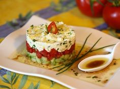 Tartare de concombre, tomate et feta : la recette facile Cucumber tartare, tomato and feta: the easy recipe Entree Recipes, Appetizer Recipes, Cooking Recipes, Cold Appetizers, Easy Salads, Easy Meals, Tartare Recipe, Queso Feta, Snacks Für Party
