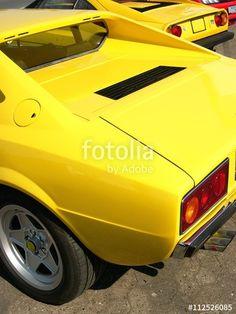 Treffen italienischer Sportwagen Klassiker im typischen Gelb dieser Zeit, hier ein Ferrari 308 GT 4,  in Lage im Kreis Lippe bei Detmold
