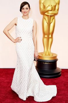 Marion Cotillard in a white, textured Dior Haute Couture gown and sleek, low chignon at the 2015 Oscars.