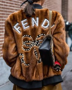 """""""Mi piace"""": 31.4 mila, commenti: 166 - Fendi (@fendi) su Instagram: """"Take your look to the next level with a luxe #FendiResort18 jacket. Spotted outside the #FendiFW18…"""""""