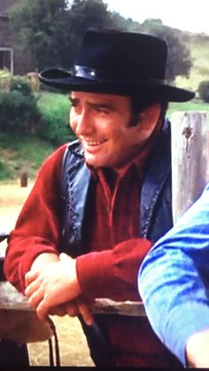 James Drury The Virginian watching David break a horse in 'Saddle Warmer' James Drury, Tv Show Music, The Virginian, Hazel Eyes, Old Movies, Wisteria, Rodeo, Brown Hair, Cowboys