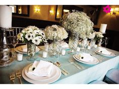 Arreglos de mesa con nubes como flores de boda