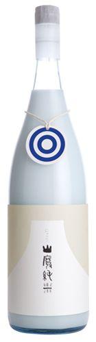 おしゃれにごり。 國権 商品 山廃純米にごり酒 國権. Sochu or Saki? PD Food Packaging Design, Beverage Packaging, Branding Design, Wine Bottle Design, Japanese Packaging, Japanese Sake, Wine Label, Label Design, Carafe
