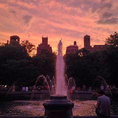 Showstopper #WashingtonSquarePark #NYCsunset - http://washingtonsquareparkerz.com/showstopper-washingtonsquarepark-nycsunset/