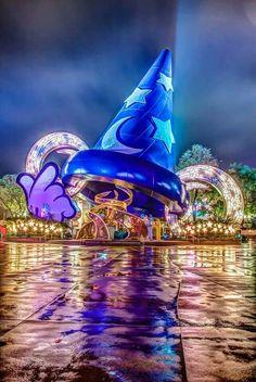Hollywood studios at night disney art, disney love, disney pixar, walt Disney Parks, Walt Disney World, Disney Pixar, Disney Worlds, Disney Dream, Disney Love, Disney Magic, Disney Vacations, Disney Trips