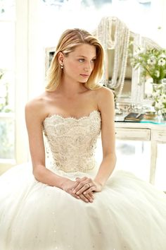 Beautiful strapless #wedding dress ideas: http://www.weddingandweddingflowers.co.uk/article.php?id=294=1=1689