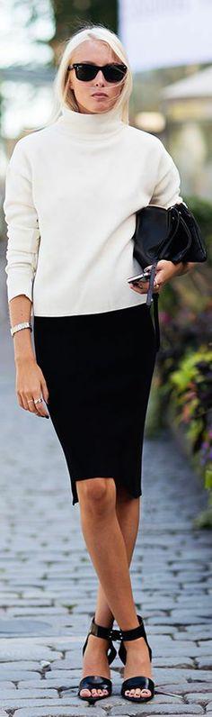by Mi Armario En Ruinas. (Classic style - why is it so hard to find plain turtlenecks? White Fashion, I Love Fashion, Fashion Design, Black And White Outfit, White Style, Cool Outfits, Fashion Outfits, Womens Fashion, Street Chic