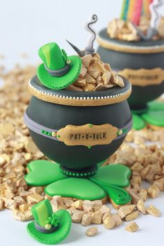 3-D pot-o-gold cookies by Julia M Usher of Recipes for a Sweet Life