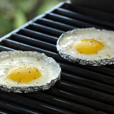 The best way to fry eggs on a grill. I'm going to make use of this system tonight to go alon.... Look into more at the picture link