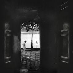 Le Destin d'une conversation est une composition photographique de Michel Kirch, à découvrir en vidéo sur notre galerie en ligne dans le cadre de l'exposition Mémoires Visuelles