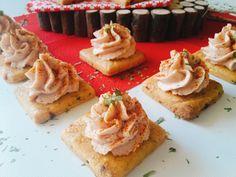 Le tartine con crema di prosciutto cotto sono un antipasto goloso e veloce, che potete personalizzare a seconda del tempo che avete a disposizione.
