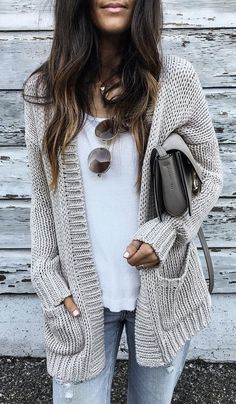 incredible fall outfit / cardigan + bag + white top + jeans