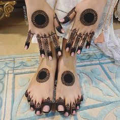 Round Mehndi Design, Mehndi Designs Front Hand, Pretty Henna Designs, Henna Tattoo Designs Simple, Indian Mehndi Designs, Legs Mehndi Design, Stylish Mehndi Designs, Latest Bridal Mehndi Designs, Mehndi Designs 2018