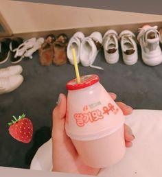 Dessert Drinks, Dessert Recipes, Desserts, Banana Milk Korean, Cute Food, Yummy Food, Pinky Pinky, Japanese Snacks, Korean Food