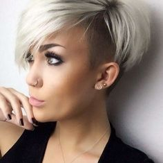Recommendations with regard to awesome looking women's hair. Your hair is certainly what can easily define you as a person. To most people today it is certainly important to have a great hair style. Hair Hair and beauty. Short Hair Styles For Round Faces, Short Hair Cuts, Pixie Cuts, Funky Short Hair Styles, Short Hairstyles For Women, Trendy Hairstyles, Hairstyles 2018, Undercut Hairstyles, Hairstyle Hacks