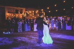 Jennifer & Richard have their first dance under glowing lights