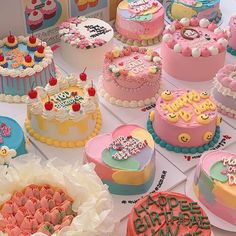 Pretty Birthday Cakes, Pretty Cakes, Cake Birthday, Happy Birthday, Cute Desserts, Dessert Recipes, Simple Cake Designs, Pastel Cakes, Cute Baking