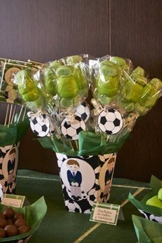 decoración de comunión en tonos verdes. futbol Soccer Birthday Parties, Leo Birthday, Football Birthday, Soccer Party, Birthday Diy, Barcelona Party, Soccer Decor, Minecraft Party, First Birthdays