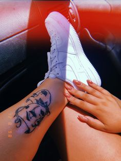 Hand Tattoos, Finger Tattoos, Body Art Tattoos, Girl Tattoos, Tatoos, Spine Tattoos, Tattoos Skull, Cute Small Tattoos, Pretty Tattoos