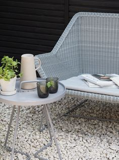 [AD] An urban oasis with minimalist outdoor furniture by Cane-line - contemporary garden makeover - London garden - black contemporary fencing - grey outdoor furniture - Scandinavian outdoor furniture Scandinavian Outdoor Furniture, Grey Outdoor Furniture, Minimalist Outdoor Furniture, Scandinavian Interiors, Industrial Furniture, Rustic Furniture, Garden Furniture, Contemporary Fencing, Oasis