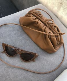 Womens Cloud Crossbody Bags Clutch Purse Dumpling Shape Ruched Detail Ladies Brown Camel The pouch clutch is made with soft folds of smooth PU leather that envelope the bag's frame and create a voluminous rounded shape. With shoulder strap. Look Fashion, Fashion Bags, Paris Fashion, Fashion Outfits, My Bags, Purses And Bags, Large Purses, Mode Poster, Bag Women
