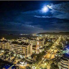 Boa noite amigos, Vista noturna de Jurerê em Florianópolis. Imagem: Rogerio Amendola