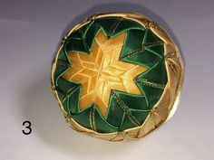 Dekorácie - vianočné patchworkové gule zeleno-zlaté - 7146355_