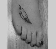 This girl has a small feather tattoo inked on the top of her foot, with the outside of the feather following the natural curve of her toes. The cute feather tattoo is inked in black and white and is a pretty simple design without too much detail. Although it seems like a super painful ...